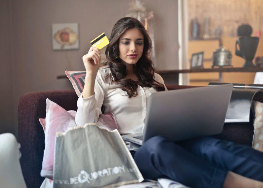 Ето как да си купите правилните дрехи онлайн